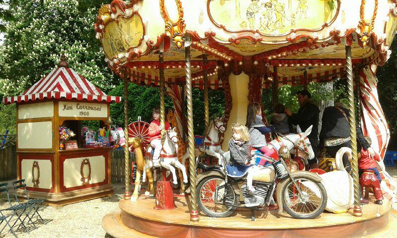 Mini carrousel à Rouen,jardin des plantes