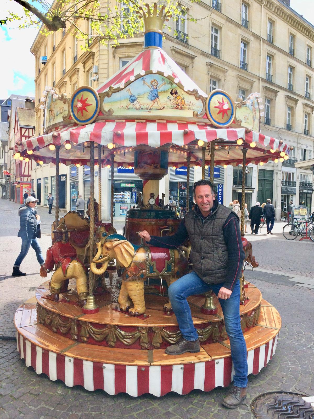 Mini carrousel à Rouen, place du vieux Marché